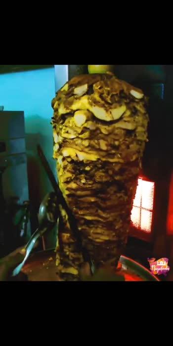 #chickenshawarma #shawarma #chickenlover #foodie #foodblogger #foodlover #foodofmumbai #foodofindia #foodoftheday #foodforlife #foodforlife