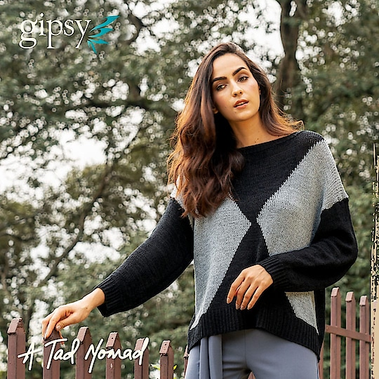 Make your winter outfit look effortlessly gorgeous in this minimalistic geometric pattern sweater in universally flattering black and grey colors!  #newarrivals #fallwinter #bohovibes #bohostyle #gipsystyle #gipsywomen #bohoforlife #bohofashion #potd #ootd