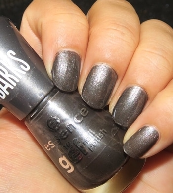 SWATCH: on Air @essence_cosmetics This is a beautiful Metallic Grey with 2 coats 😃 One of my favourite when it comes to Grey.. #designyournailsbyisha #ishanailart #nailartbyisha #essencecosmetic #darkgreynails #swatches #nailpolishswatches #blogger #bblogger #youtuber #nailblogger #essencethegel #essencethegelpolish #soroposo #roposonails #review #roposolove #nailfashion