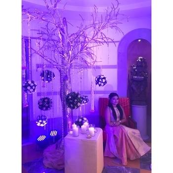 Just Queenin' . One of my most favourite picture taken at my childhood bestie's wedding at @itcmaratha. . More pictures from the grand wedding coming up soon. . #ITCMaratha #Weddings #TheBigFatIndianWeddings #TBFIW #BestieKiShaadi #IndianWeddings #MarwariStyle #MarwariWedding #Mumbai #AamchiMumbai #LifestyleBlogger #BeautyBlogger #fabebg #TJP #TheJessicaPancholi #Queen #WeddingLookBook #LookBook #LuxuryHotel #DestinationWedding #WeddingDiary #RoposoWeddings #PopXoWeddings #RoposoIndia