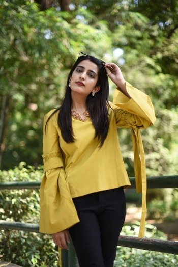 || Begin the day on a brighter note! Like literally bright 🙌🏻🌟 . 📷- @thepicturephactory  . . #howilikeit #howilikeitjournal #geetikasehgal #fashion #fashionblogger #blogger #indianfashionblogger #indianblogger #delhi  #delhiblogger #newpost #blog #fblogger #fashionpost #fashionblog #december #styleblog #fbloggers #monday #mondaymorning #yellow #ajio #ajiofashion #ajiolife #stylepost #brightmorning #roposofashion
