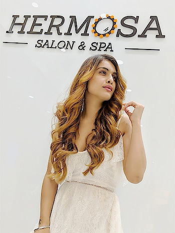 Good Morning with New Look for My USA 🇺🇸 TRIP .. : Thanku so much @hermosa.world for giving this #beautifullook ,guys #must #mustvisit #hermosasalonandspa for all beauty and Cosmetology services,use my code HERMOSA_NEHA to get #amazing #discounts : : #goodvibesonly #goodmorning #shine #goodmorningpost #mornings #newlook #haircolor #newhair #hairstyles #newhaircolor #lovingit #beautyblogger #style #styleblogger #fashionblogger #nehamalik #model #actor #diva #blogger #bloggerstyle #instalike