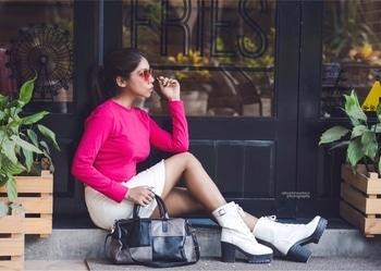 • Push Your Self , Because no One else is going to do it for You • ✌🏻. . . . . . . . PC @rahulshriwastava . . . . #angelmstyle #fashioninspo #delhifashionblogger #handbag #pinktop #whitebuttonskirt #whiteskirt #longshoes #out #mercedes #personalshopper