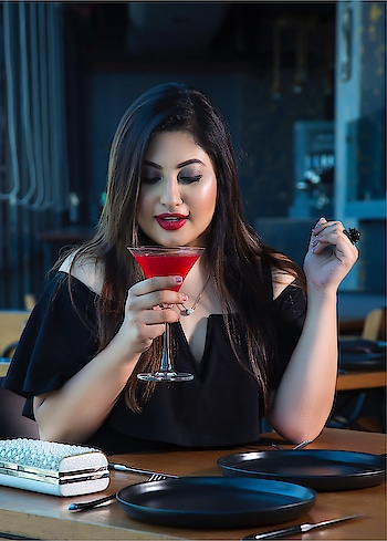 How is your weekend?! Mine js all about making time for cocktails 🍸 Outfit: @shein_in  Necklace: @aldogallery  Ring: @accessorizeindiaofficial  Clutch: @esbeda_official . . . Photography: @vijaysolankiphotography  Makeup: @makeupby_niralimanek . . .  #shein #sheinfluencer #charlesandkeith #esbeda #fashionblogger #indianfashionblogger #makeupartist #photoshoot #indianblogger #mumbaifashionblogger