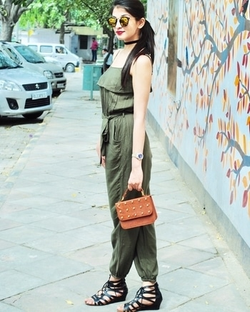 How to style a jumpsuit in different ways!  Check out the new post on the blog. Link in bio 🔝🙃 . . . #delhi#fashionblogger #fashion #jumpsuits #jumpsuit #styleindifferentways #delhiblogger #style #classy  #delhifashionblogger#blogger#lifestyleblogger#stylediaries#delhidiaries#streetstyle#valentinesweek#streetstyledelhi#fashion#fashionblogger#fashiondiaries#fashionandyou#ootd#potd#wiw#popxocampus#popxodaily#roposo#roposolove#lovefashion#chicinboots#campusbloggers #popxocampus #smart #chic #chicinboots #styleajumpsuitindifferentways