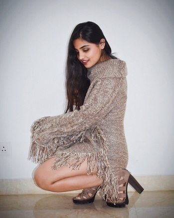 Sweater dress and high heels ❤️ . #thechicchannel #casual #longhair #hairinspo #outfitoftheday #ootd #styleinspo #fashiondiaries #fashionpost #indianblogger #instadaily #winter #winterlove #delhiwinter #sweater #winterfashion #heelsinspo #sweaterdress #sweaterseason #fuzzysweater #makeup #makeupinspo #makeuptalk #makeupgoals  #darklips #nyx #coloredhair