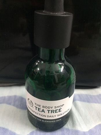 #reviewoftheday #bodyshopindia #teatreebodyshop #teatree IMPERFECTION DAILY SOLUTION  INR 1600  Light weight , quick absorption into the skin, ideal for oily skin as well. Doesn't leave skin oily Even ideal for summer use, doesn't lead to sweating   Highly recommended for #blemishedskin #pigmentation #unevenskintone #blemishes #acnescars and all other #imperfection   #roposo #roposoblog #roposodaily #blog #blogger #roposoreviews #roposoreviewoftheday #soroposo