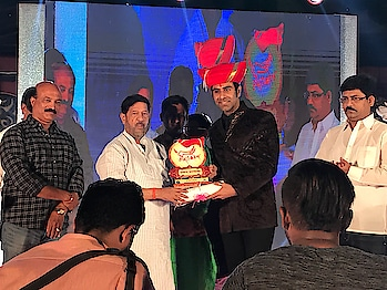 Humbled to Received the prestigious... Maharashtra State Gaurav Kalecha Award.. By the hands of Honourable  Cabinet Minister for Food, Civil Supplies, Consumer Protection, Food and Drugs Administration and Parliamentary Affairs in Government of Maharashtra... Shri Girish Bapat... I Want to thank Govt Of Maharashtra for this honour and respect.. it's not me that got this Honour ... its the world of Latin and Ballroom Dancing and the western dance that has got recognition... Thk u... 🙏🙏... #award #awards #maharashtra #stateaward #dance #danceawards #honour #humble #lovedance #ballroom #ballroomdance #latindance #latindancer #governmentaward #sandipsoparrkar #westerndance #girishbapat #minister #thankyou