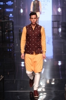 #lakmefashionweek #kunalrawal #designer #indianwear #fashion #modelonduty #asianmodel