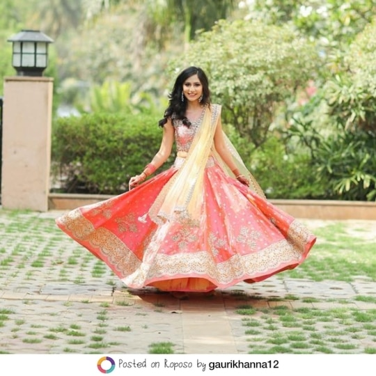 How to perfect #LehengaLife with @gaurikhanna12. Share your lehenga moments with us using #LehengaLife and win a chance to get featured. #SoRoposo #Roposo