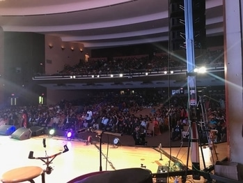 All set to put the ramp on fire!! Amazing audience! #archithanarayanamofficial #bridalcouture #indowestern #fashionshow #tana #40thanniversary #celebrations #amazing #crowd #audience #usa #philadelphia #styledbyyana #