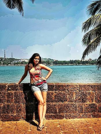 sunshine with a lil' bit of hurricane!😁😊 . . #sunshine #windinmyhair #bythesea #fort #summertime #onset #sunnyday #happyday #summervibes #goadiaries #shotonpixel #teampixel