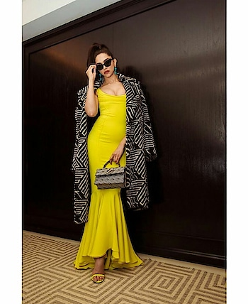 #bollywood  #deepikapadukone  #metgala2019  #yellow  #like  #comment  #gift