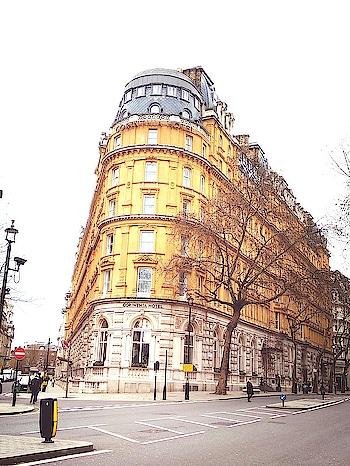 Streets of London !!!  #london #londonstreets #streetphotography #scenery #londondiaries #mia1photography #travel-diaries #travel