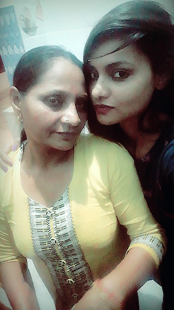 Mom and Me  #roposo #fitmums #gabru_channel #mother #selfie #selfiemoment #cutemoments #love #fitness #bloggerlife #blogging #bloggerdiaries #bloglife