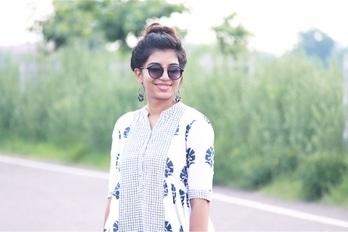 When i realise smile is the best pose😉 #thisgurldoesitall #fashioninfluencer #fashionloverinstagram #fashionguide #fashioninspiration