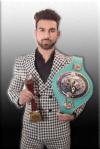 One of my biggest achievements of 2018 🙏🏻🙏🏻 #loveyouall #pardeepkharera #rubarumrindia2018 #proud #success2018 #loveyouhaters #boxer #champion #wbcboxing #mrindia2018 #fighter #respect