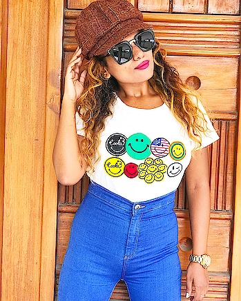 Smiles Are Always in FASHION!!! #tuesdaymotivation #smileys #smileitscontagious #behappy #todayandforever Wearing: T-shirt @ #luluandsky  Jeans: #tallyweijl  Cap: #luluandsky