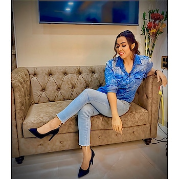 🦋🦋🦋🦋 Makeup- @monishaladhani  #rosepuri #denimlook #makeup #influencer #fashion #style #bluecolor #instapost #photoshoot #stayskinfit