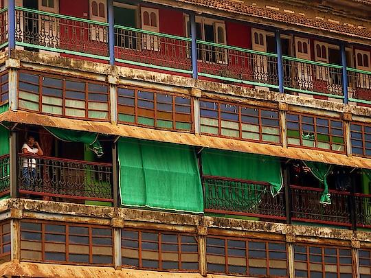 Colours of life !  #mumbai #mycity #architecture #oldworld #tinypeople #streetsofmumbai #streetphotography #incredibleindia #coloursofindia #travelblogger #wanderlust #beautifuldestinations #mypixeldiary #roposo-good #roposopic #roposoblogs #soroposolove #soroposoblogger #soroposodaily