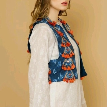 #staytuned with @saira_couture7795  Kurti with #designerwear jacket with use of #tassels  Can b customized😍 Dm for orders📥 #saira #kurti #jacket #tassels #unique #kurtilovers #elegant #classic #girlystuffs #designer #fashion #fashionblogger #fashiondesigner #fashiondiaries #fashiondaily #trendingnow #stylish #pictureoftheday #lovemywork #shoppingonline #ordernow🤗#sairacouture #dmfororders📥  👉🏻https://m.facebook.com/saimaa7795