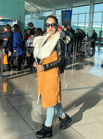 Finally Time to Say #adios to Beautiful Barcelona... hope to see you soon but next time in summers ... 🙌🙌😍😍 : SWITZERLAND HERE I COME ✈️ : : Wearing this super classy winter collection by @srstore09 😍😍 : #barcelonawithnehamalik #barcelona #timetosaygoodbye #timetosayadios #byebyetime #barcelonacity #barcelonagram #visitbarcelona #spain #europe #winterfashion #wintervacation #airportfashion #airportstyle #airportlook #airportdiaries #luxurytravel #travelblogger #nehamalik #model #actor #blogger