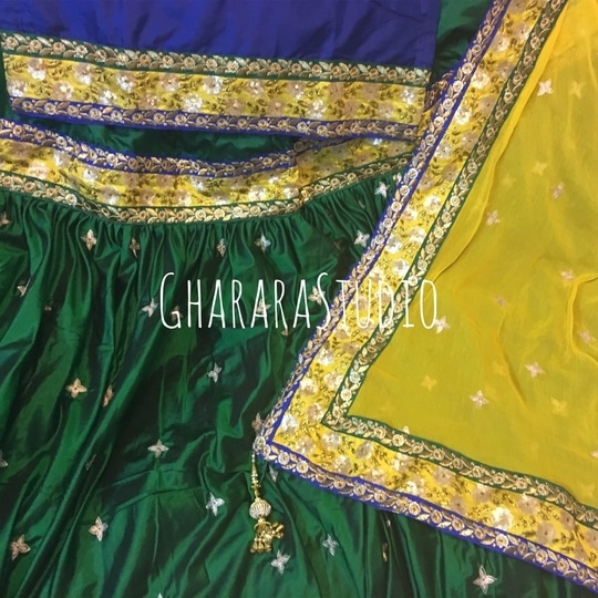 Silk Gharara with zari handwork booty and multi colour laces. 👉WhatsApp at +919971865919 to order 👉Deliver Worldwide  #gharara #ghararastudio #ghararastudiobyshazia #silkgharara #bridalgharara #bridal #wedding #weddingdress #fashion #fashionstyle #instafashion #fashiongram #fashiondiaries #blog #blogger #fashionblogger #indianfashion #indiandress #traditional #delhi #royal #buyghararaonline #traditionalbride #wedmegood  #weddingphotography #indianwedding #hautecouture