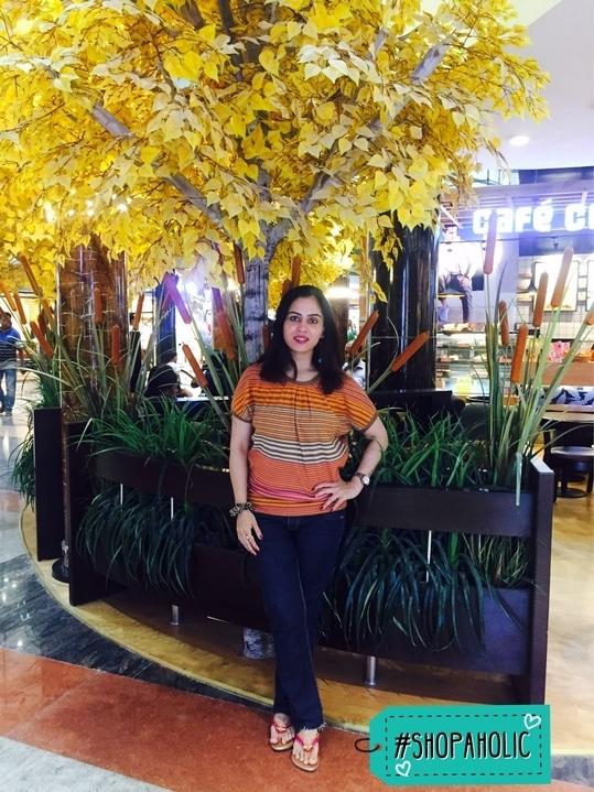 Shopping spree 😻. . . #bespokegrub #indianblogger #lucknowblogger #fashionblogger #lifestyleblogger #soroposo #roposo #shopaholic #streetstyle