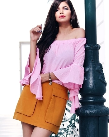Not getting over millennial Pink, Off-shoulder and Ghingham anytime soon. 💝 Top: @fab_alley Skirt: @forever21  _____________________________________ #Indianchic #KiranKhokhar #Faballey #AlleyGals #DelhiFashionBlog #PersonalStyle #Dailyoutfitinspiration #DelhiBeautyBlogger #DelhiLuxuryBlogger #LuxuryBlogger #DelhiTravelBlogger #GlobeTrotter #DelhiStylist #DelhiLifestyleBlogger #OOTDinspirations #SoloTravelBlog #AboutAlook #lookbook #instastyle #stylish #streetstyle #fashionista #fashionblogger #instafashion #ootd #ipreview