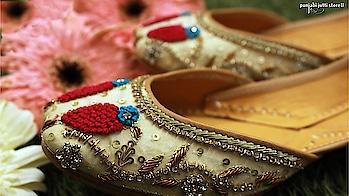 With Brave Mind & Wings she Flies. Feel the Freedom with www.punjabijuttistore.com Birds embed Juttis.   Grab yours ➡️ www.punjabijuttistore.com  Clicked by 📸 Shankria Creations  #Punjabijuttistore #punjabijutti #jutti #khussa #mojari #footwear #weddingseason #bridemade #groommade #casual #bridetobe #indianwear #ethniclook #indianbride #worldwide ✈️🌍 #makeinindia #punjabiwedding #swagycouples #punjabijodi #blog #bloggers #instapic #instapost #instalike #india #shopnow #bebeautiful #goethnic