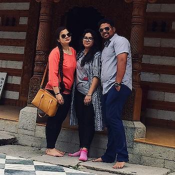 With friends #himalaya #instahimachal  #kullu #kullumanali #manali #himachal #himachalpradesh #travelblogger #travel #travelphotography #photography #shotoncanon #700d #canonindia #canon_photos #travelholic #travelphotographer #traveller #canon #canonphotography #canon700d #clouds #mountains #himalayas
