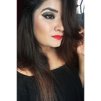 Blood Type : Black with a hint of gold 🖤🌟 ________________________________________________________#makeup #makeupartist #makeupartistworldwide #wakeupandmakeup #goldandblack #dolledup #goldenglitter #makeupmafia #mualife #featuremuas #undiscovered_muas #indianmakeupsociety #beauty #roposo #roposotalenthunt #makeupandstyling #lookgoodfeelgood #beautyblogger #makeupblogger #thatwingedeyeblogger #staytuned