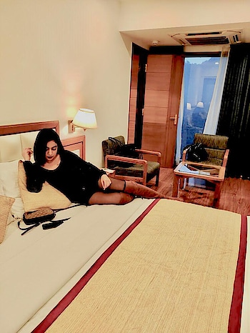 Hotel with a perfect view , great ambiance, wonderful location and a polite staff is all one needs for an amazing experience. Well then @pacifichotels serves you all. As you can see this property is very spacious, neat and well maintained.  #saloni #ahuja #getvoguehere #pacifichotels #mussoorie #winterlook #fashionblogger #indiafashionblogger #indiatravelblogger #delhifashionblogger #travel #blackfashion