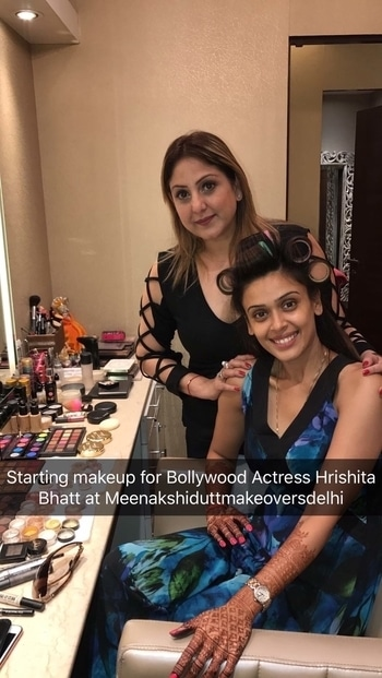 Meenakshi Dutt did makeup for Bollywood Actress for her wedding cocktails and wedding posting a Few pics while doing her cocktails look will post wedding pics later 💄❤️ #makeup #bestmakeupartistindelhi #meenakshiduttmakeoversdelhi #salon #completelook #eyemakeup #meenakshidutt  #roposomakeup #roposodutts #umeshdutt #roposomakeupblogger #Hi! you can call us between 11.30am to 7pm for details, we are at Club Road, Punjabi Bagh and Shivalik main road, near Panchsheel Park South Delhi at : 9560704164 ,08826963239 or 01147563972 ,01147563973, 01141755112, 01141755111