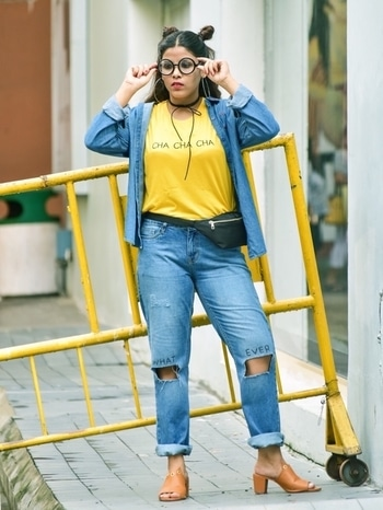 In 2017 fanny packs are hot again ⏪ . . . #wearasmilenow #kolkatafashion #kolkatafashionblogger #indianfashionblogger #ootd #instagood #instastyle #blogger #fannypack #trending #fashionista