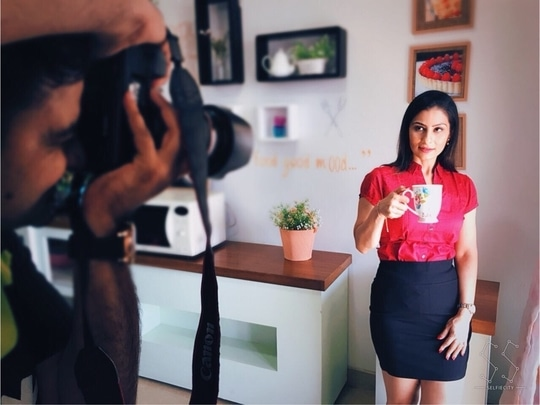 """None of my recipe shoots would happen unless a round of cutting chai is served...  Chef & the camera both need a """"Tea-Charge"""" 😀💋💋💋 Love M. #ChefMeghna #InternationalTeaDay #tealovers #tealover #tea #tealove"""