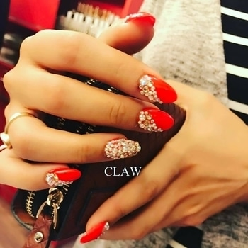 Wedding nails💅🏻💅🏻#workmode#nailswag#weddingseason #clientdiaries #nailsonpoint #glittertrend #beautiful hands#happyus #getclawed💅🏻💅🏻