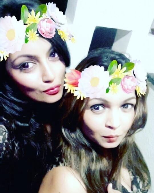 When your friends are like minded ..... selfies unstoppable 😉#selfie #girlpower #friends #snapchatfilter #friendslikefamily