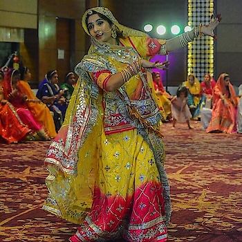 A shot from my dance performance at the @ghoomartwirlwithgrace event that I forgot to share! 😍This also reminds me of the pending event vlog! Gosh so much work!! . . . . #ghoomar #ghoomardance #rajasthanidance #rajputidance #baisa #baisaraj #folkdance #rajasthanifolkdance #ghoomartwirlwithgrace #gurgaon #traditonalattire #rajptutana #rajasthani #bikaneri #rougepouts #dancer #picoftheday #dancevideo