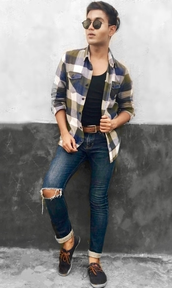 Styling this cool checkered shirt and ripped jeans! How does the outfit look fellas? #styling #rippedjeans #denim #vans #vansindia #blogger #fashionblogger #kolkatafashionblogger #kolkata #mumbaifashionblogger #mumbai