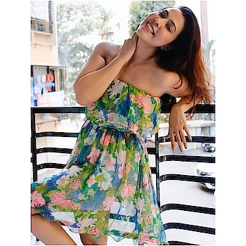 That feel good vibe 🌹  #rosepuri #instapost #influencer #love #instagram #stayskinfit #fashionstyle #style #mumbai #india #chooseyourvibe