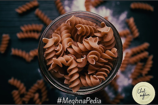 #meghnapedia  I get asked about connection of whole-grain pasta for weight loss all the time. Here's the explanation on how Whole-grain pasta is definitely a healthier choice than regular white pasta. Whole grains help you lose weight better because they include the fiber found in the plant. The fiber in whole grains helps you feel fuller for a longer period; whereas when you eat refined grains, you are likely to eat again soon after. So Whole-grain pasta is a better choice, as it is lower in calories and carbs but higher in fiber and nutrients. 💋💋💋 Love M #ChefMeghna #healthyfood #superfood #wholewheat #wholewheatpasta #pasta #caloriecounting #fiber #nutrients #healthy