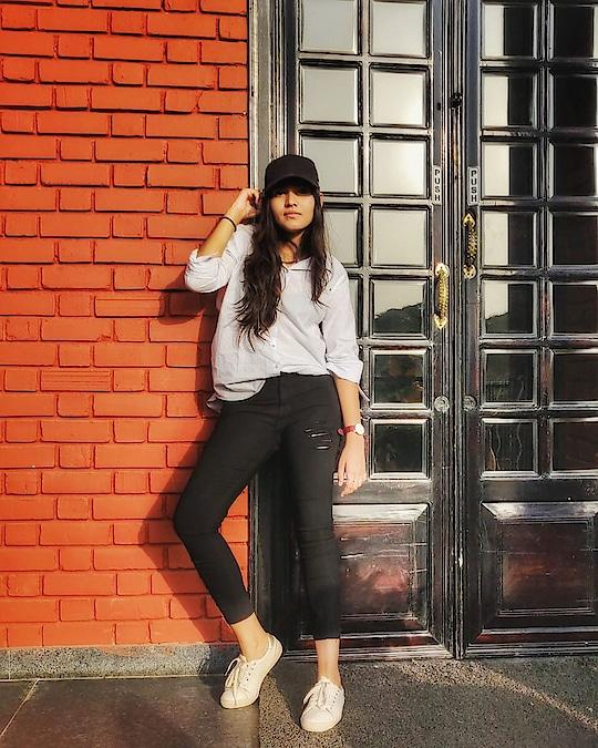 Sunshine be Badass Sometimes! 😉 . . . Photography: @shubham.rangjika 😘 . . #fashion #fashionblog #fashionable #mytaste2k18 #fabebg #conceptshoots #bhukkadfam #bespoke #love #ootd #pictureoftheday #photography #attite #lookoftheday #women #jaipur #Jaipurblogger #Jaipurbloggers #treasuremuse 🤗 #roposo #roposolife #roposofashion #roposolove #roposofeature #roposotrend