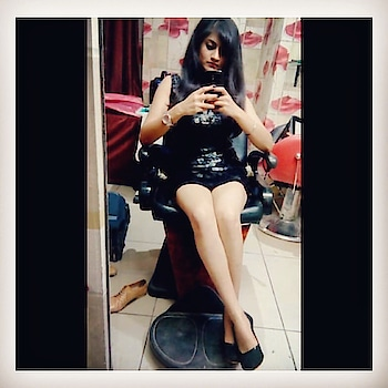 When you miss yourself in old picture...🧐😛 #oldphoto  #goodtimes  #3yearsback#oldpicture#blogger#instapicture#anisha_amy#blackdress#india#2019#feelsogood#gallery