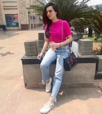 Caffeine is all that keeps me going on a Monday morning /  #kompalmatta #plumsandpeplum #fashionblogger #indianblogger #delhiblogger #lucknowblogger #lifestyleblogger #fashionstylist #fashiongirl #fashioncurious #fashionbabe #fashionablegirls #bosslady #bossbabe #fashionforwomen #womenlifestyle #followme #followforfashion #travelblogger