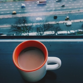 Chai & the city ! Throwback to working for Corporates in high rises. Tea was the daily evening saviour ☕️!   #chai #city #throwback #corporateworld #teacup #photography #mumbai #storiesofindia #iphonephotography #indiaclicks #natgeoyourshot #concretejungle #highway #weh #streetsofindia #mumbai_igers #mumbaiblogger #indianblogger #roposo #soroposoblogger #ropsosoblogger