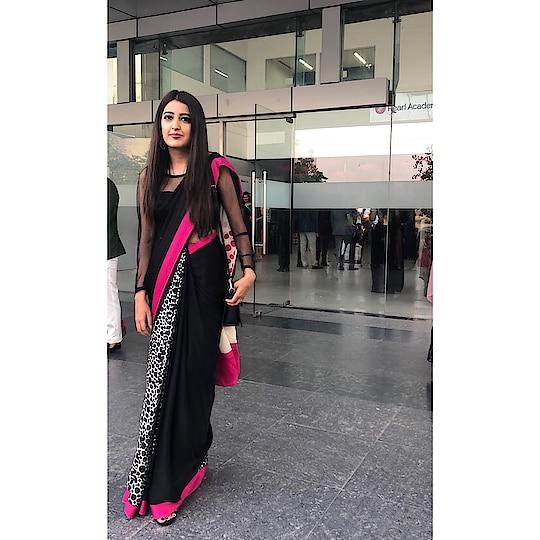 || After 4 years of Design College ❤️🙌🏻 . #Farewell2018 😇 . . #howilikeit #howilikeitjournal  #geetikasehgal #fashion #fashionblogger #blogger #indianfashionblogger #indianblogger  #delhiblogger #fashionpost #farewell #collegefarewell #sarinotsorry #smokeyeye #designcollege #fashiondesign #fashiondesigner #fashion #designgraduate #graduate #satyapaul #satyapaulsari #printedsari #monochrome #ootd