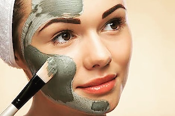 Summer face pack for Fair and Glowing skin. Time to pick an effective face pack to get rid of dull, dark and tanned skin. Take a bowl, add 2 to 3 tablespoon of fuller's earth powder/Multani mitti and mix it with the potato  juice. Apply this paste all over the face and neck and then leave on for half an hour. Then wash off with plain water. Apply twice a week. #fullersearth #claypack #facepack #tan #homeremedies #skincare #glowingskin #tips_beautyou #beautytips #dailyupdates #beautiful #beautysecret #miraculous #oilyskin #combinationskin #acnetreatment
