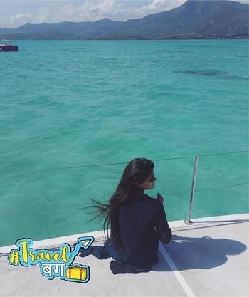 Someone take me back there!! 🌊 . . #takemeback #traveldiaries #mauritius #seaview #travelphotography #traveller #travelmore #travelgram #serene #nature #wanderlust #travelblogger #indianblogger #nudetoberriestravel #world #igersdaily #instafollowme #instalike #instagram #beautyandlifestylewithafreen #roposo #travelbug