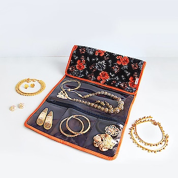 Our Jewellery Organizer is the stylish way to organize everything from jewellery to cosmetics and clutches. This pouch maximizes space so you can find items quickly and easily.  Online shop - www.spruceindia.com #organizer #jewelry #cosmetics #organiser #jewellery #makeup #essentials #musthaves #madeinindia #spruce #spruceindia #onlineshop #shoponline